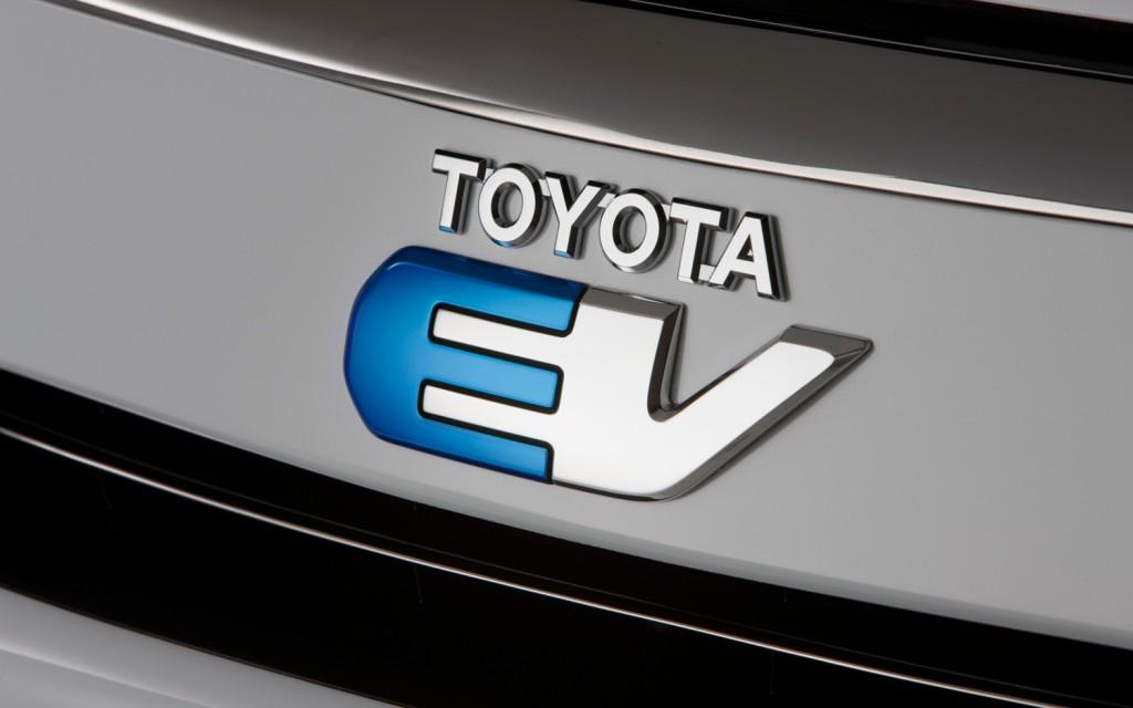2012-toyota-tesla-rav4-ev-badge-1024x640