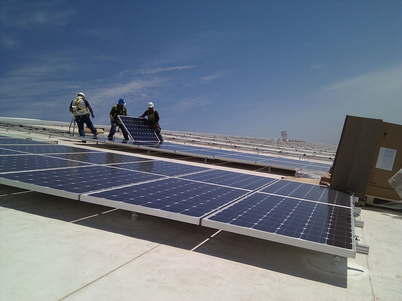 solar-energy-company-workers