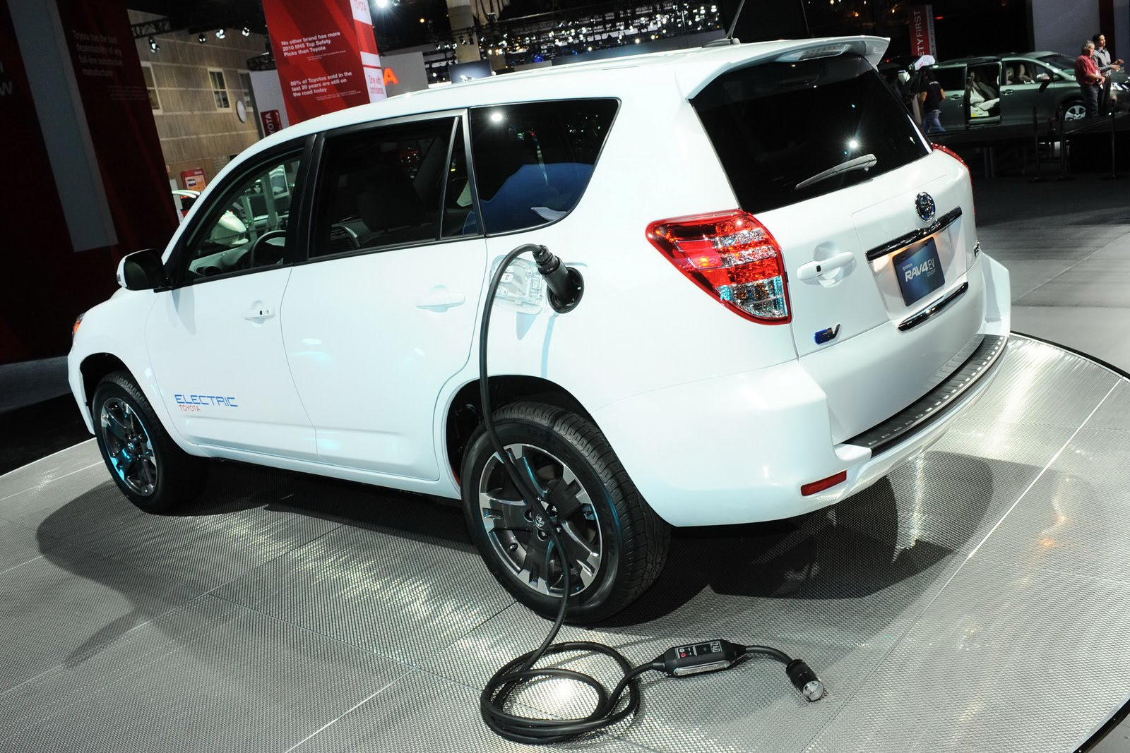 Toyota To Introduce Updated Rav4 Plug In Electric Vehicle Solar Energy Usa Blog Archive